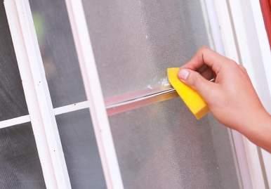 Как можно очистить скотч от пластикового окна: обзор эффективных средств в Астрахани